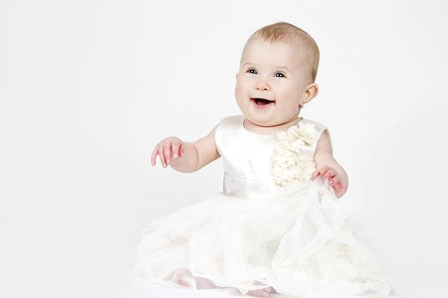 Milyen ruhát válasszak a gyermek különböző korszakaiban?